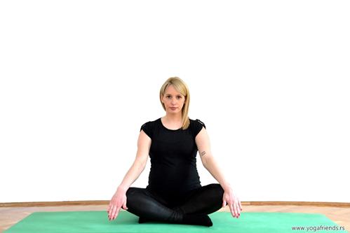 yoga-i-trudnica-otpustanje-stresa