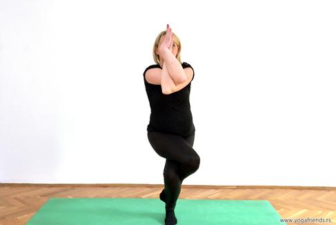 yoga-i-trudnica-vezba-balansa–orao