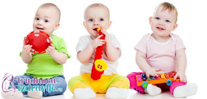 kako-da-pomognemo-da-beba-lakse-progovori-kada-beba-guce-prica-sa-nama
