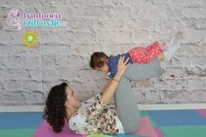 yoga-za-mame-i-bebe-klackalica-prava-uzivancija-clanak-1