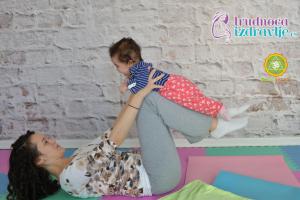 yoga-za-mame-i-bebe-klackalica-prava-uzivancija-clanak-2