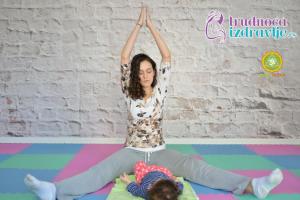 yoga-za-mame-i-bebe-protezanje-istezanje-clanak-2