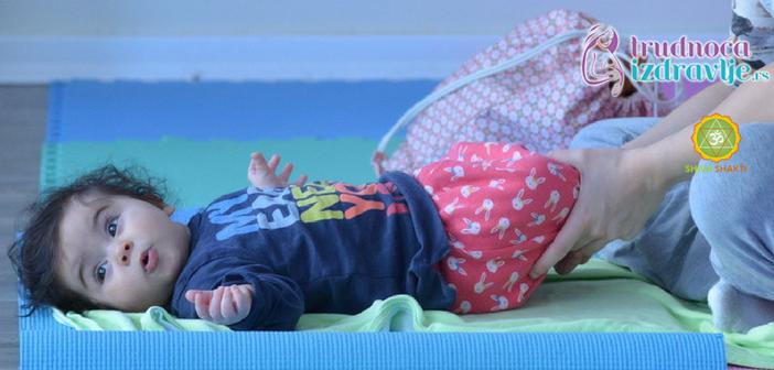 yoga-za-mame-i-bebe-protezanje-istezanje