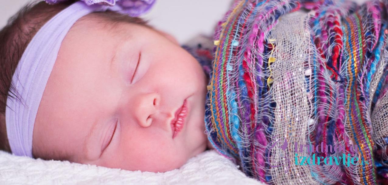 Vitamin K se daje svakodnevno bebama na prirodnoj ishrani do 3. meseca. vitamin K, novorođenče, odojče, trudnoća i zdravlje, suplementacija , rođenju, porodilištu.