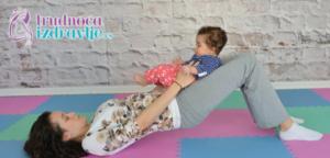 pokretni-most-na-ledjima-yoga-za-mamu-i-bebu-clanak-3