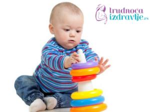 vezbe-za-stimulaciju-razvoja-fine-motorike-u-prvoj-godini-iz-meseca-u-mesec-clanak-9