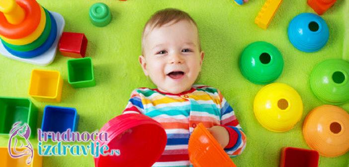 vezbe-za-stimulaciju-razvoja-fine-motorike-u-prvoj-godini-iz-meseca-u-mesec
