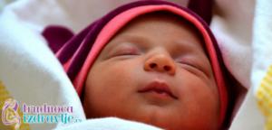 Novorodjenče često ima žuticu, pedijatar član stručnog tima portala trudnoća i zdravlje daje  odgovore kada je žutica normalna pojava a kada ne i značaj dojenja.