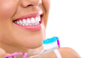 Stomatolog, član stručnog tima portala Trudnoća i zdravlje o značaju oralnog zdravlja trudnice  za trudnicu i bebu i merama oralne higijene i nezi zuba.