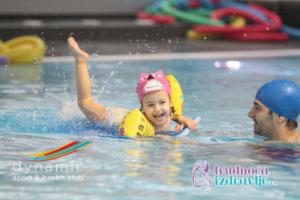 Predstavljamo Vam BEBI BUĆ program plivanja namenjen najmladjima, bebama od 3 meseca do 3.godine, koji se sprovodi u Sportskom klubu Dynamic iz Beograda.