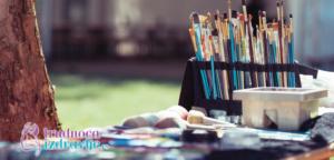 Akademski slikar, koordinator dečije likovne radionice i član stručnog tima portala Trudnoća I zdravlje o značaju likove umetnosti u razvoju deteta od rodjenja od 6. Godine života.