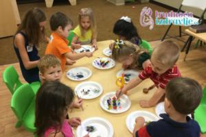 Pedijatar, clan stručnog tima portala Trudnoća i zdravlje o razvoju deteta u 5. godini života, emocionalnom,  razvoju govora i mišljenja, razvoju motorike, kako se podstiče razvoj i drugo.
