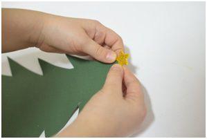 Predlog kreativnog rada roditelja sa decom, od 4. do 6. godine, napravite zajedno novogodišnju jelku od papira, podsticaj razvoja deteta.