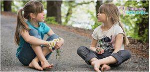 Pravilno sedenje dece na čvrstoj podlozi, utiče na psihomotorni razvoj deteta.