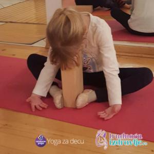 dete radi jogu