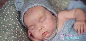 beba spava lepo sanja indukovani porodjaj