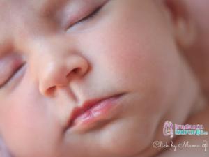 beba spava sneva