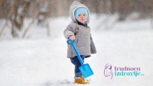 Boravak i igra napolju povoljno utiču na zdravlje i razvoj deteta i predstavlja veliku radost za dete i roditelje.