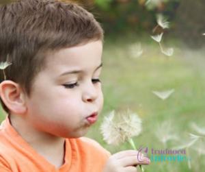 Boravak u prirodi bebi i deci znači mnogo, zadovoljavaju radoznalost i upoznaju svet oko sebe.