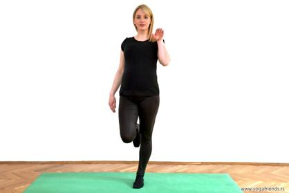 yoga-i-trudnica–vezba-balansa–rodica