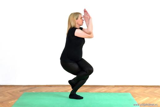 yoga-i-trudnica-vezba-balansa–orao-sa-strane