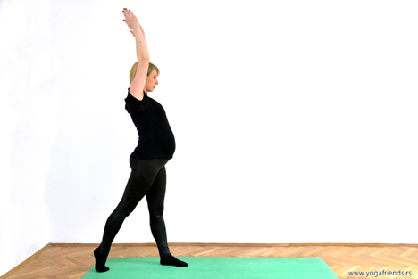 yoga-i-trudnica-vezba-balansa–ratnikIII