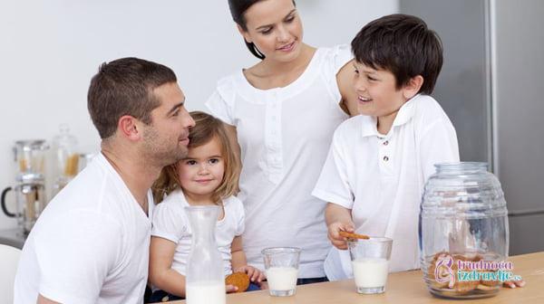 ishrana trudnice mleko svakodnevno na trpezi trudnice 300x168@2x 1