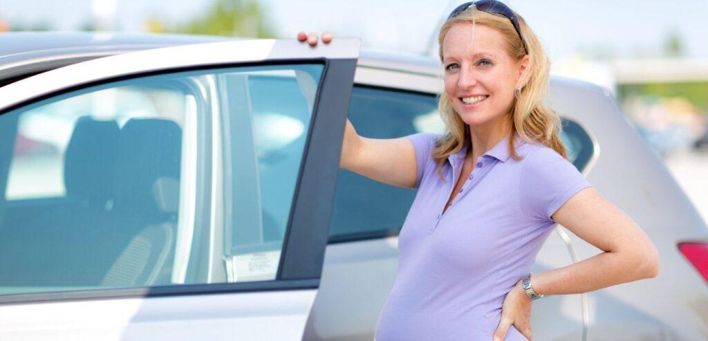 Trudnica putuje automobilom