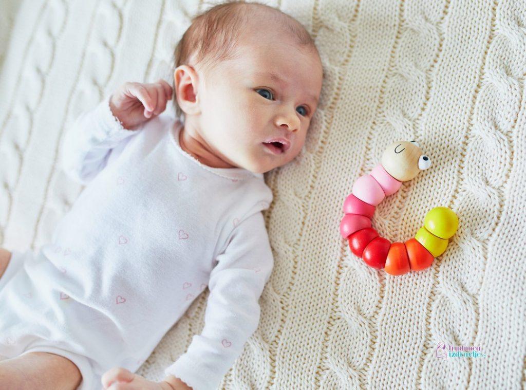 šta ume beba od prvog do trećeg meseca života i šta raditi sa bebom (3)