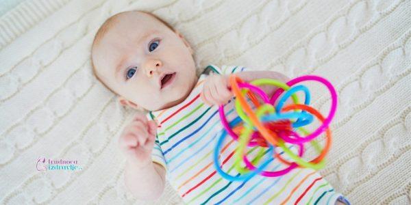 Igre i igračke vaše bebe u ranom razvoju do trećeg meseca života
