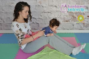yoga-za-mame-i-bebe-protezanje-istezanje-clanak-5