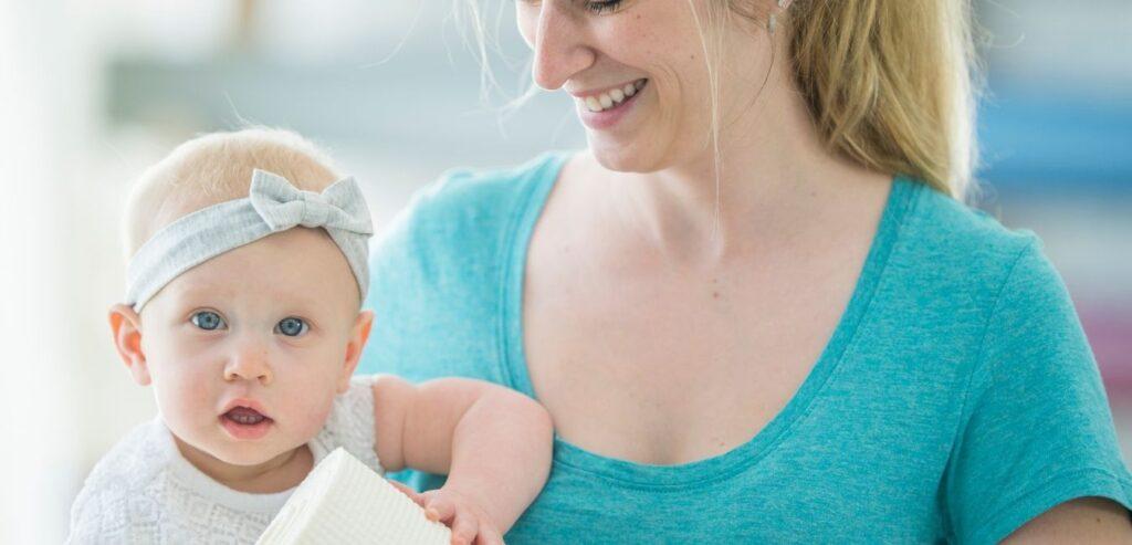 Yoga za mamu i bebu, vezba ljuljanje