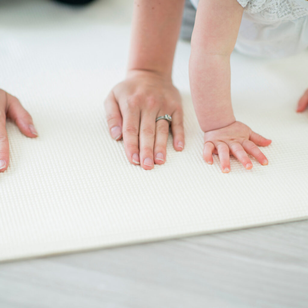 balasn poza drvo, yoga za mame i bebe