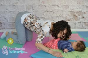 mackina-vezba-sa-provlacenjem-i-poljupcima-yoga-mama-i-beba-clanak-3