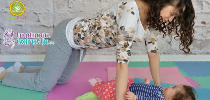 mackina-vezba-sa-provlacenjem-i-poljupcima-yoga-mama-i-beba-ispravljena