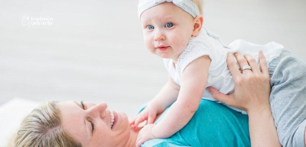yoga za mamu i bebu vezba mravici