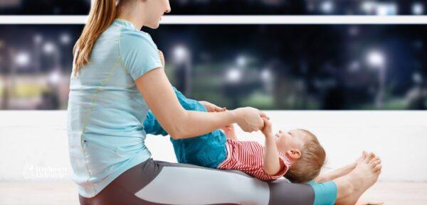nema mame koja ne zna da lagano pritiskanje kolenima ka stomaku pomaže bebi da se oslobodi gasova i da se poboljša probava