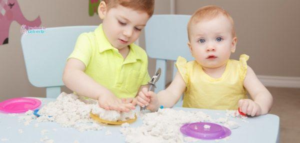 Vežbe za stimulaciju fine motorike dece od rođenja do prvog rođendana.