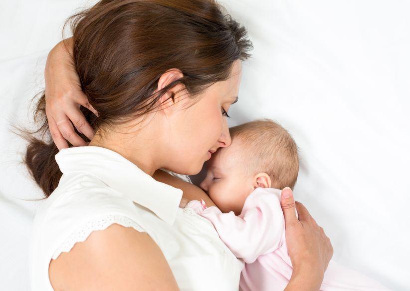 Ako ima posvećenu i upornu mamu, na kraju beba sisa.