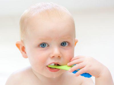 Oralnu higijenu beba i male dece sprovode roditelji!