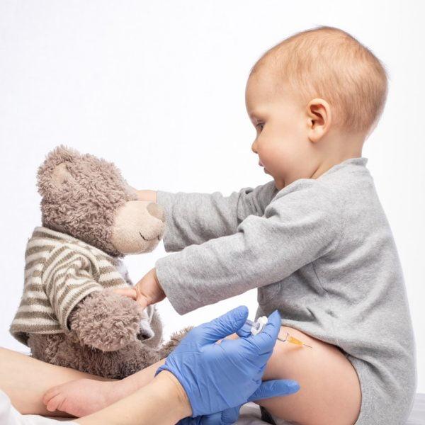 Pre vakcinacije treba ustanoviti da je dete apsolutno zdravo!