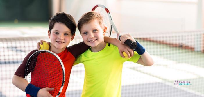 Malo dete i tenis