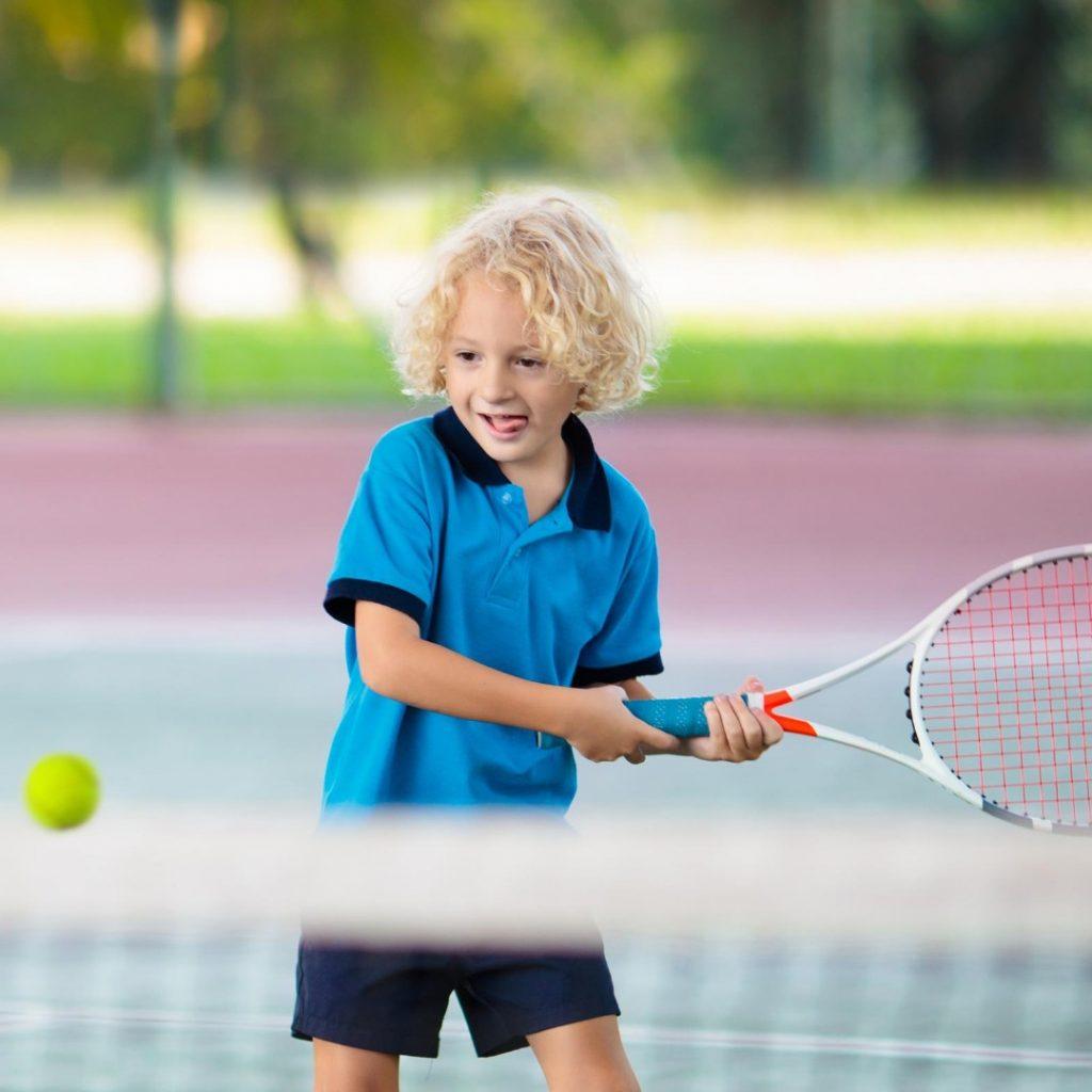 Malo dete i tenis (4)