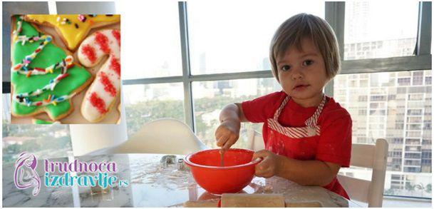 Portal Trudnoća i zdravlje preporučuje da umesite novogodišnje kolačiće zajedno sa svojim detetom. Radost za dete, koja se pamti i može postati tradicija.