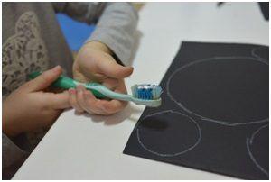 Vaspitač, socijali terapeuta za decu, daje predlog kreativnog rada sa decom od 3 do 6 godina.