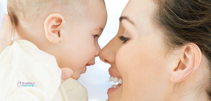 koliko često da dojim bebu, bebini znaci kada je gladna