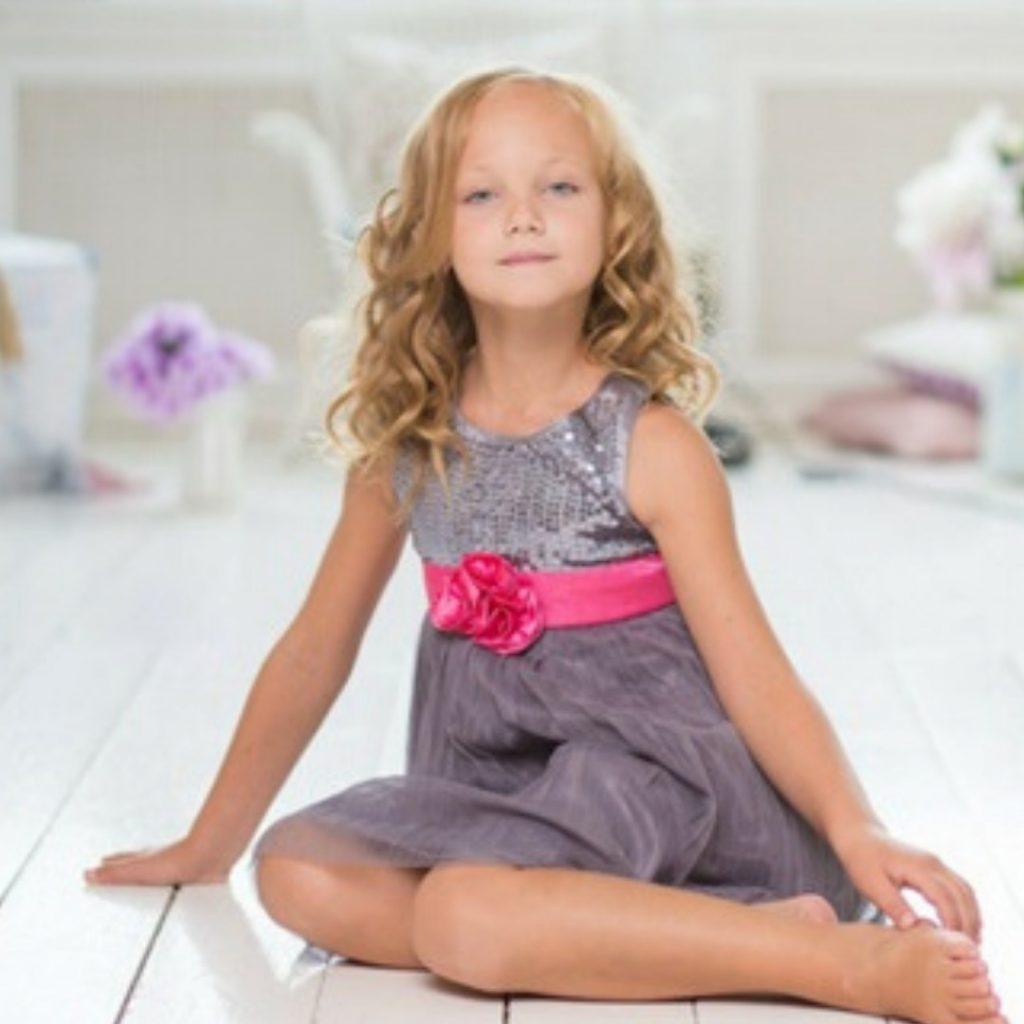 sedenje dece na čvrstoj podlozi, pravilno i nepravilno
