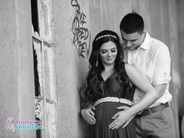 Treća izabrana i nagradjena, kreativna  fotografija, na fotokonkursu NajFoto trudnica za maj mesec je fotografija trudnice Dragane iz Beograda.