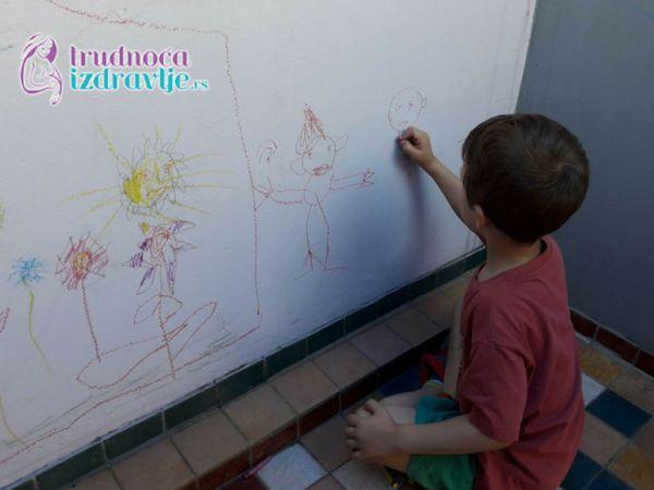 Deca crtaju u grupi