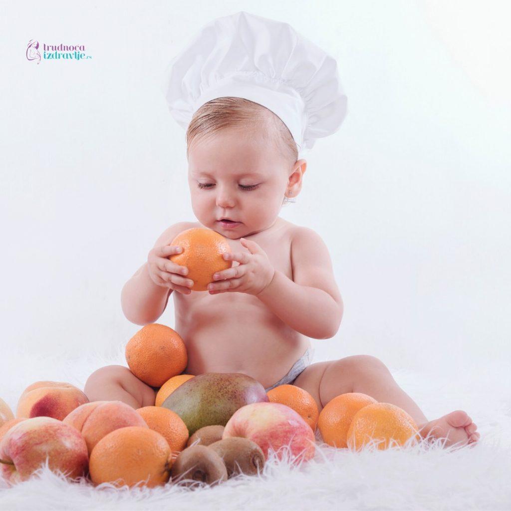 Kada se u ishranu bebe uvodi voće (2)